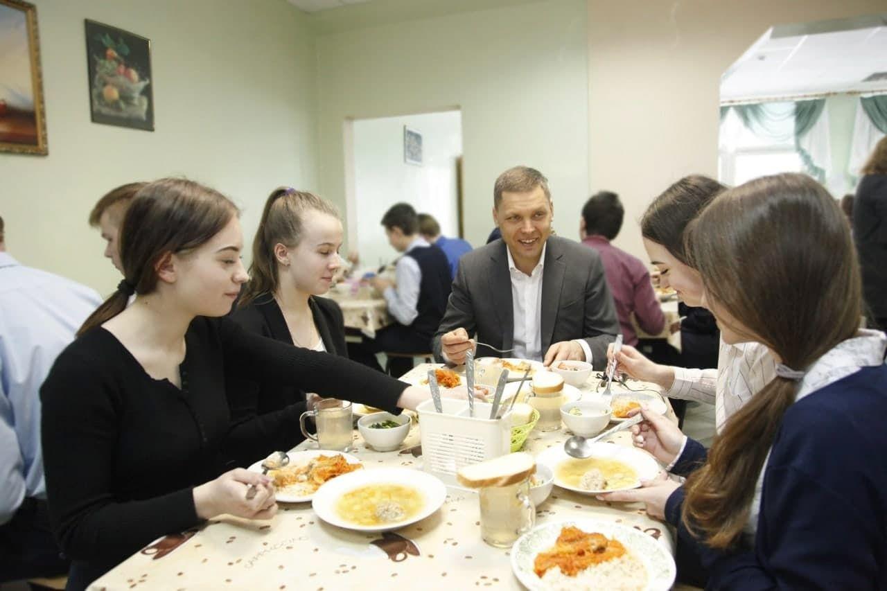 Илья Поночевный посетил Яхромскую СОШ №1